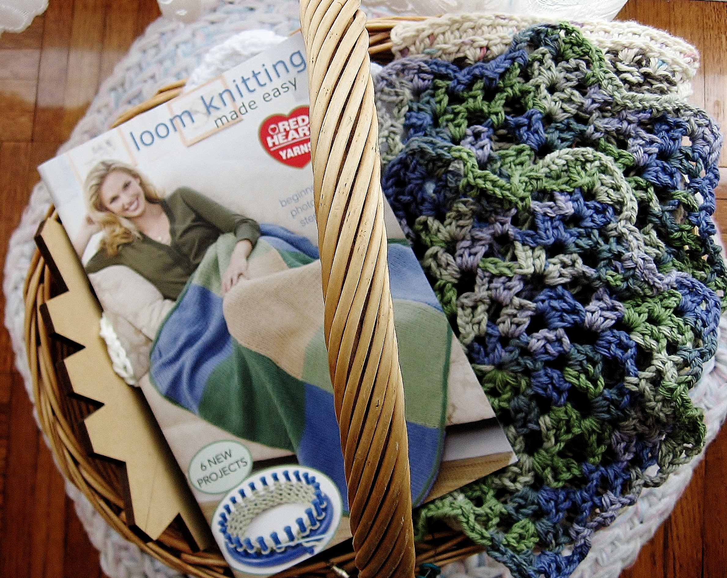 Book Review: Loom Knitting Made Easy | Guppygirl